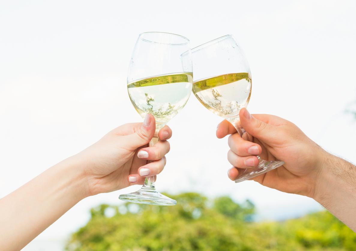 Zu Prosten mit Weißwein