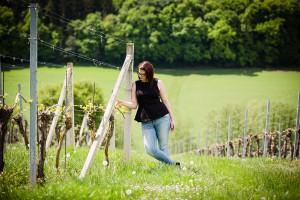 Weinprinzessin Elisabeth Kohl im Weingarten